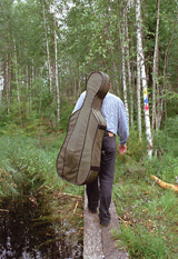 A chamber musician on his way to Levävaara Farm to have a concert. © Tanja Ahola