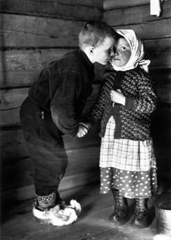 Ivvan greeting fostersister Martta by rubbing noses in 1938. This was an old custom of greeting between relatives and close friends in Suonikylä Petsamo. Photo: K.Nickul 1934, The National Board of Antiquities