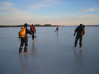 Long-distance skating at Peonselkä. Photo: Marie Louise Fant