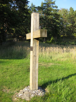 A wooden cross next to the church serves as a memorial to the people buried on the island. Photo: Aino von Boehm