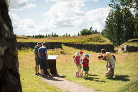 The Kärnäkoski Fortress is an ideal destination for a family day out. Photo: Elias Lahtinen