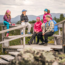 Having a break on Summit of Ukko-Luosto fell trail. Image: Pyhä-Luosto Resort Associatio