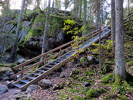 At the halfway of the trail, west side of Haukkalampi lake there are about 30 meters long steel stairs. Photo: Laura Lehtonen