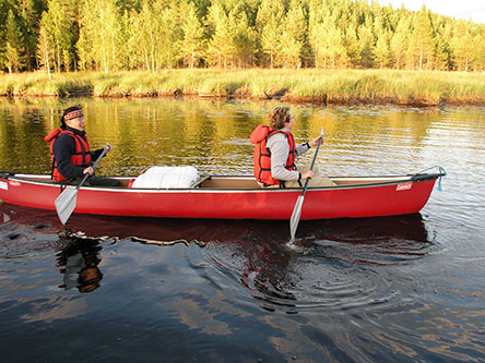 Canoeing on the Neitijoki River. Photo: Juha Virekoski