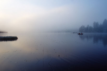 The trail crosses the Lieksanjoki river by rowing boat at the north end of Lake Murroojärvi. Photo: Heikki Räsänen