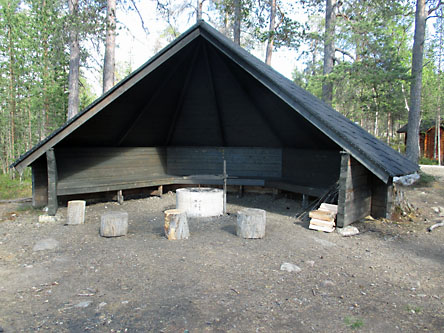 Akselin lean-to shelter. Photo: Tuija Kangasniemi