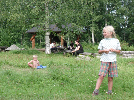 Hikers at Sammakkoniemi Camping Ground. Photo: Hanne Liukko