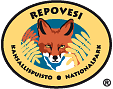 The drawn emblem of Repovesi national park. A fox is depicted inside the oval symbol. The text Repovesi - national park in Swedish and Finnish wraps around the outer edge of the emblem.