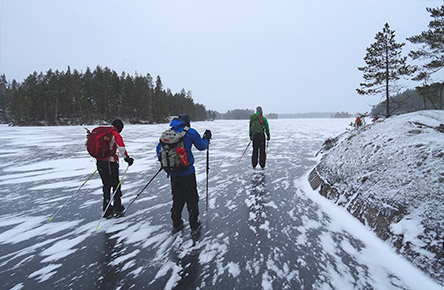 Weather permitting, you can also enjoy the Kodanovinen area by ice skate 'hiking' on the frozen lake. Photo: Pekka Teivaanmäki
