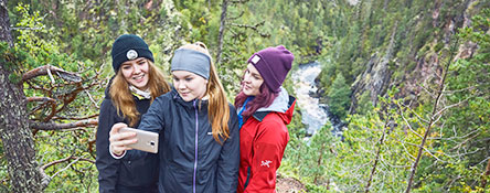 Selfie taken in Oulanka Canyon. Photo: Jari Hindström / Vastavalo