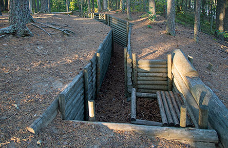 There are partially restored battle structures from the Second World War at Cape Petraniemi in Petkeljärvi National Park. Photo: Vastavalo/Erkki Kettunen