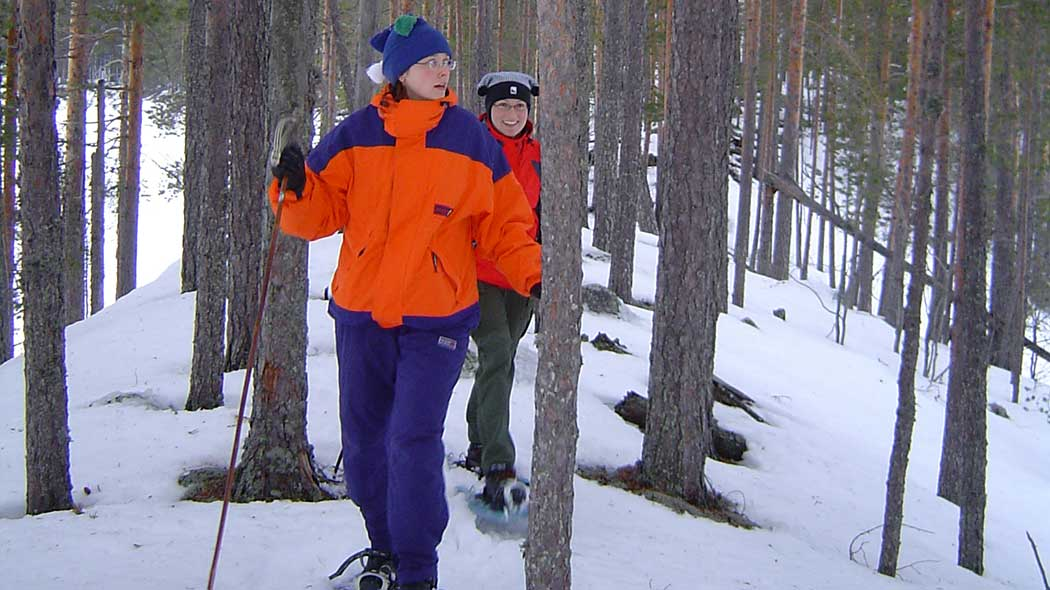 Snowshoeing along the ridges in Petkeljärvi National Park. Photo: Katri Suhonen