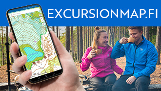 A hand holding a mobile phone showing Excursionmap.fi. Open the map of Pyhä-Luosto trail in Excursionmap.fi.