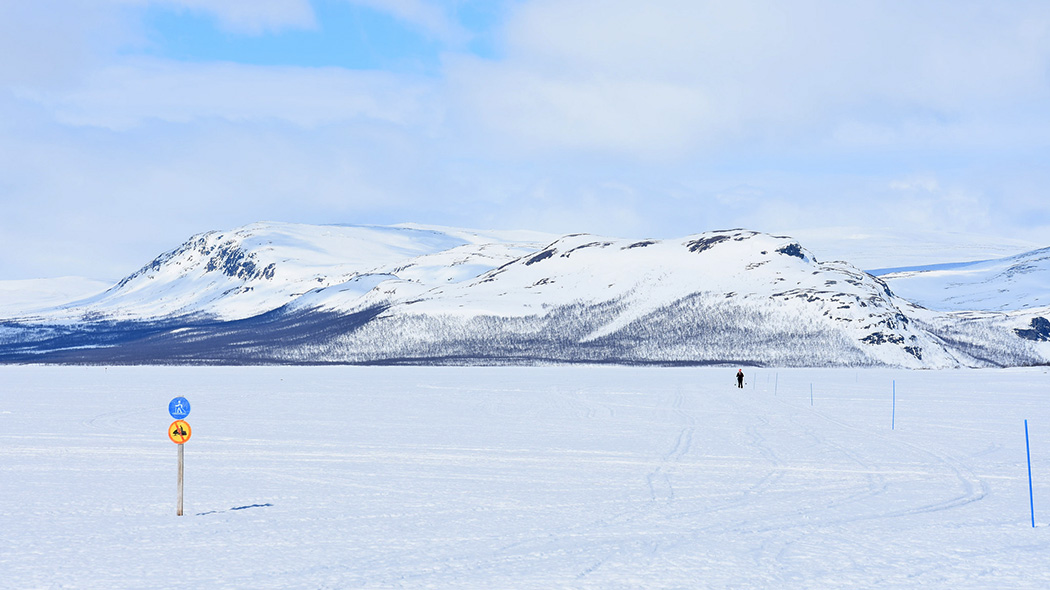 There is a marked skiing trail from Kilpisjärvi through Koltalahti to the Three Nations' Border Point (10 km). Photo: Tiia Lepistö.