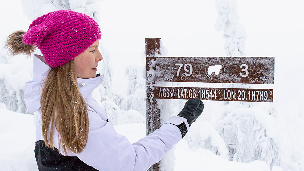 Hiker on Valtavaara Winter Trail. Photo: Sini Salmirinne.