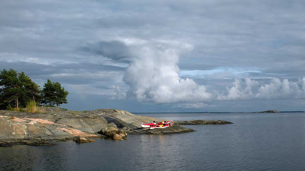 The weather in Finland tends to change quickly. Get ashore and seek shelter in case of bad weather. Photo: Sanna-Mari Rivasto.