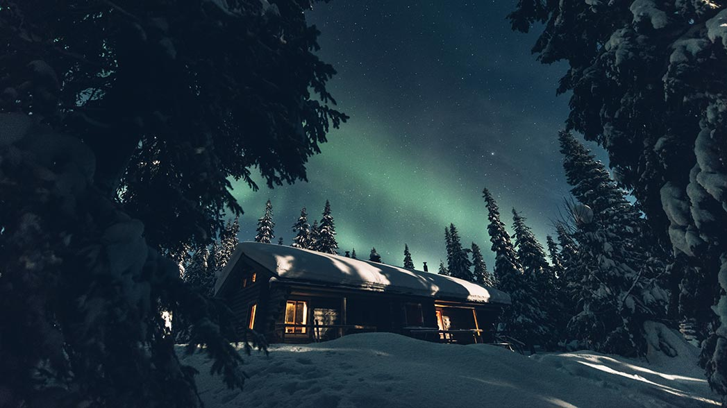 Aurora borealis and night sky at Ahmatupa Wilderness Hut. Photo: Eeva Mäkinen.