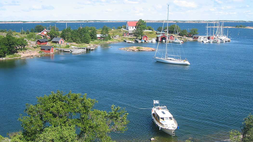 A view of the Finnish archipelago with several sailboats.