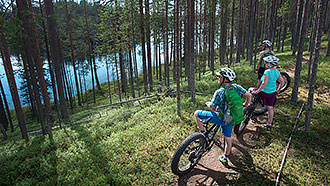 Mountain biking at Kokalmuksen kierros. Photo: Tiina Laitinen