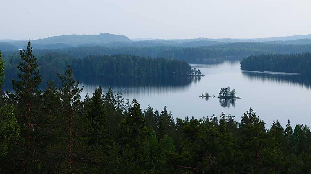The landscape that opens at the end of a fold-mountain is filled with forests, lakes and islands.