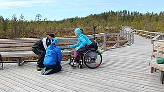 Geocatching in Seitseminen National Park at the accessible trail of Soljanen. Photo: Riikka Mansikkaviita.