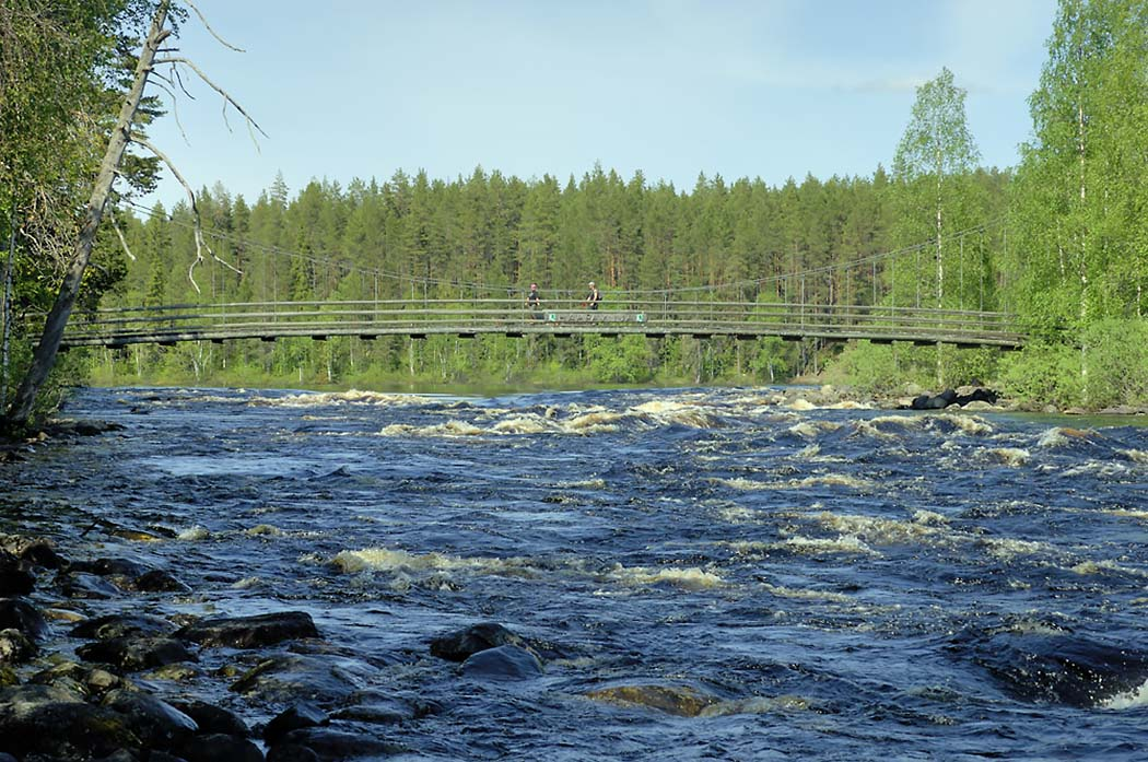 Suspension bridge in Haapavitja. Photo: Heikki Räsänen
