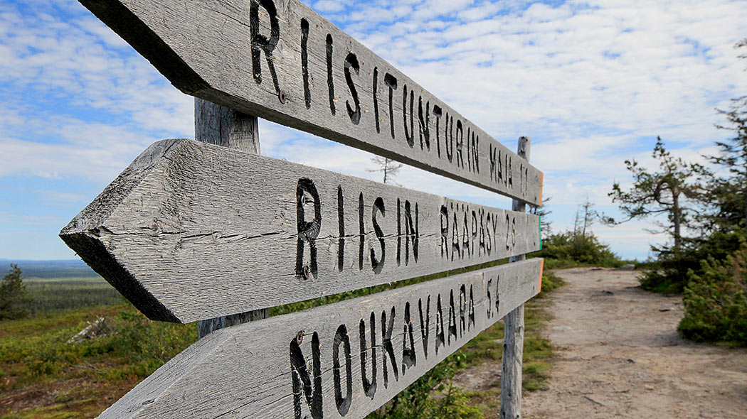Signpost over Riisin rääpäsy Trail. Photo: Minna Koramo.